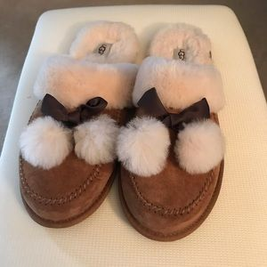 Uggs slippers size 10